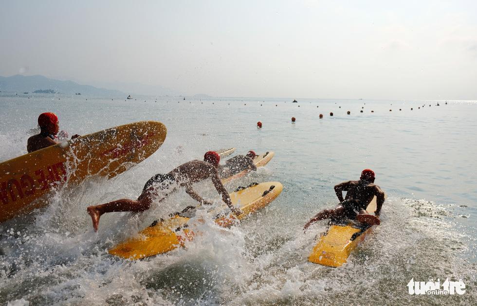 Chơi xả hơi trọn mùa hè ở Nha Trang, một trong những vịnh đẹp nhất thế giới - Ảnh 12.