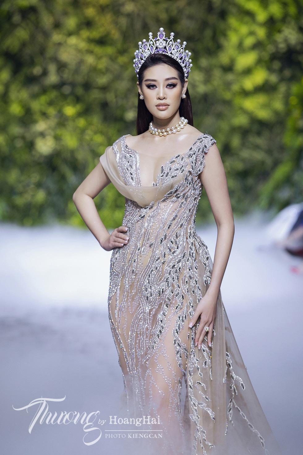 Dàn siêu mẫu, hoa hậu tái xuất rạng rỡ tại Thương by Hoàng Hải - Ảnh 6.