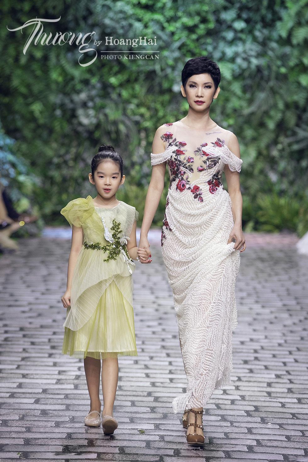 Dàn siêu mẫu, hoa hậu tái xuất rạng rỡ tại Thương by Hoàng Hải - Ảnh 9.