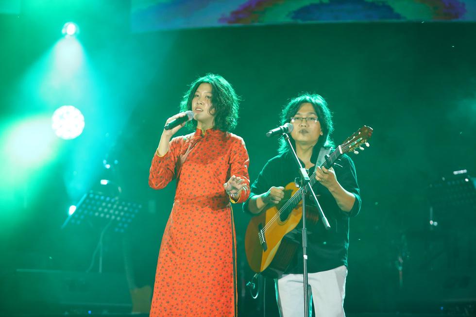 Cánh vạc Kinh Bắc: Hát nhạc Trịnh cho hàng chục ngàn khán giả Bắc Ninh - Ảnh 9.
