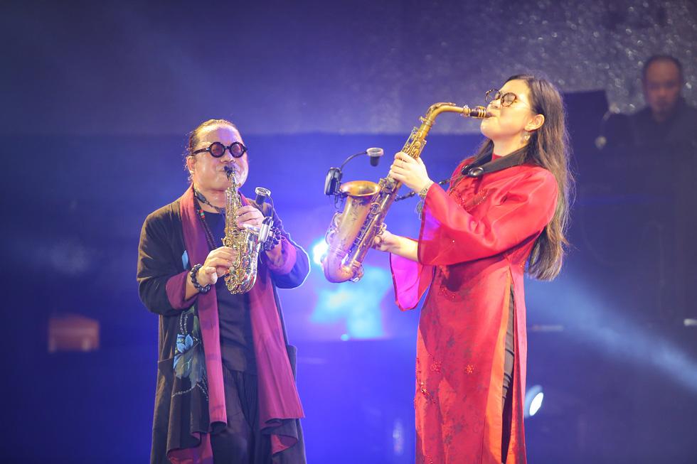 Cánh vạc Kinh Bắc: Hát nhạc Trịnh cho hàng chục ngàn khán giả Bắc Ninh - Ảnh 4.
