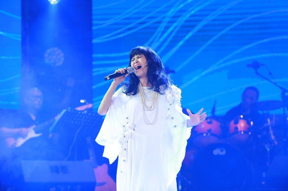 Cánh vạc Kinh Bắc: Hát nhạc Trịnh cho hàng chục ngàn khán giả Bắc Ninh - Ảnh 8.