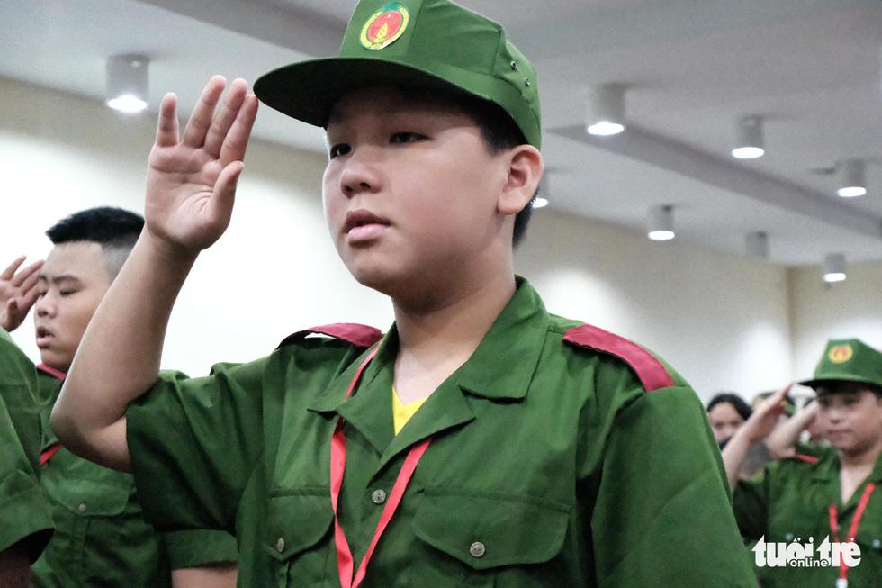 Hơn 100 bạn nhỏ học làm chiến sĩ công an - Ảnh 2.