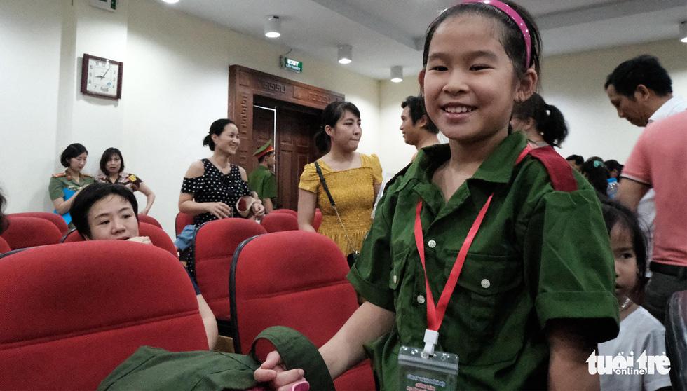 Hơn 100 bạn nhỏ học làm chiến sĩ công an - Ảnh 5.