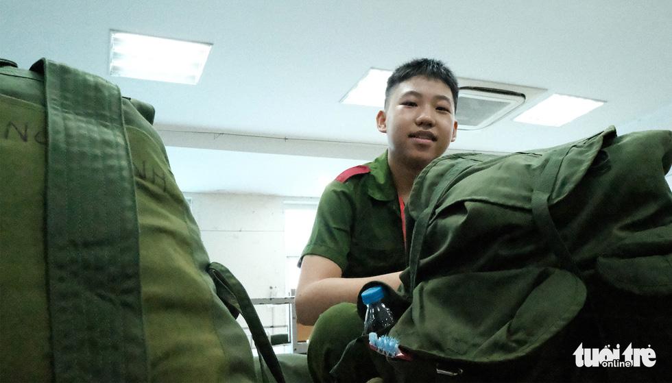 Hơn 100 bạn nhỏ học làm chiến sĩ công an - Ảnh 7.