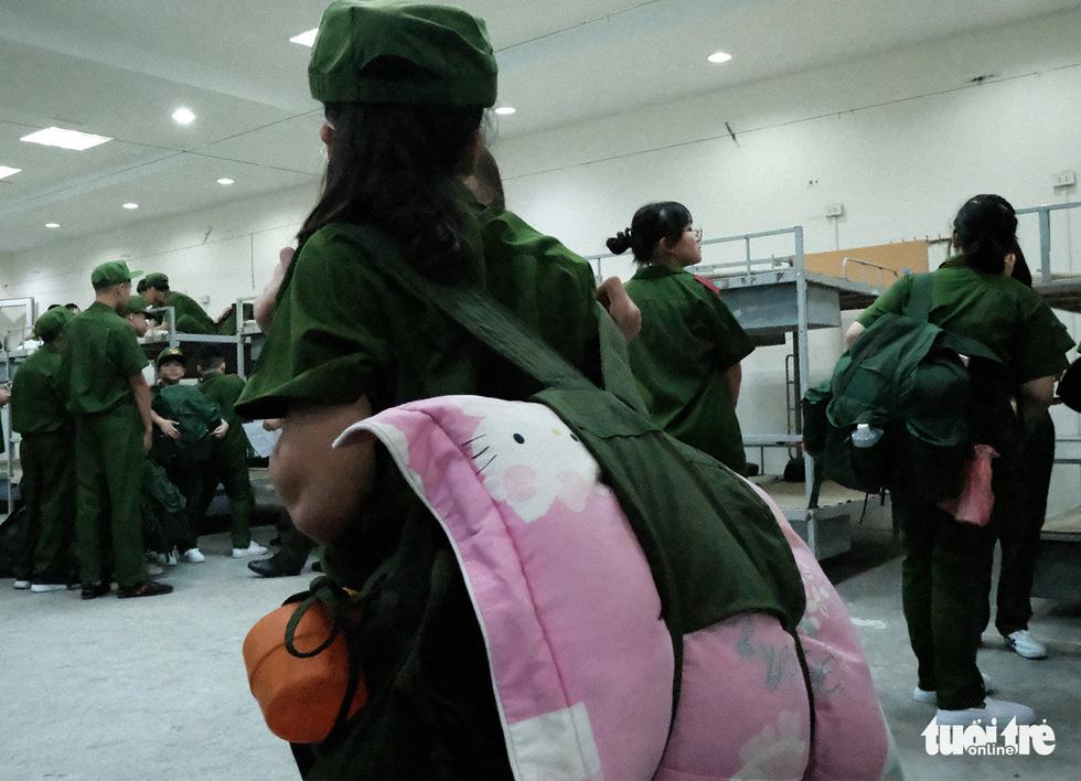 Hơn 100 bạn nhỏ học làm chiến sĩ công an - Ảnh 6.