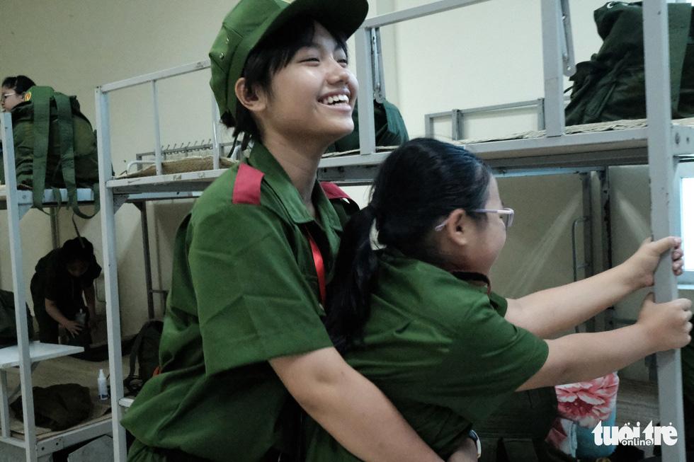 Hơn 100 bạn nhỏ học làm chiến sĩ công an - Ảnh 8.