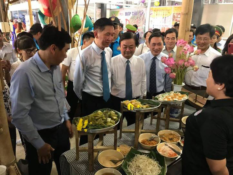 Đặc sản 3 miền tràn về Sài Gòn với 650 gian hàng, 100% mặt hàng giảm giá tẹt ga - Ảnh 1.