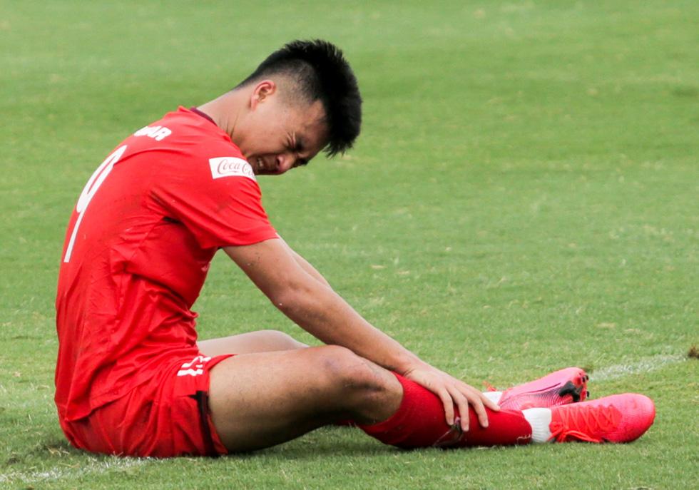 Cầu thủ U22 Việt Nam đuối sức, liên tục nằm sân ở trận đấu tập chiều 2-7 - Ảnh 6.