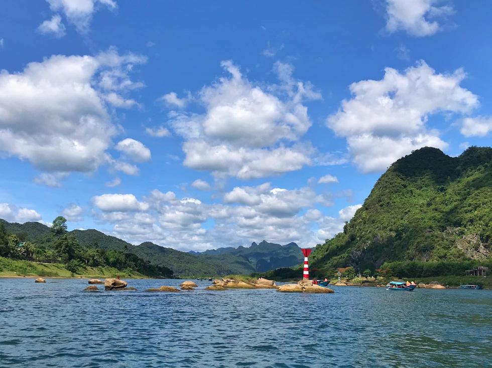 Đến Quảng Bình tắm mát suối Chày, Nước Moọc - Ảnh 6.