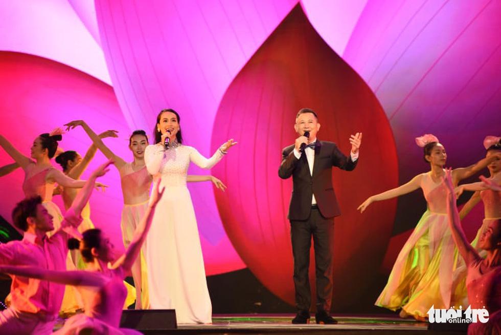 Cẩm Vân, Võ Hạ Trâm hát vì niềm tự hào thành phố mang tên Bác - Ảnh 11.