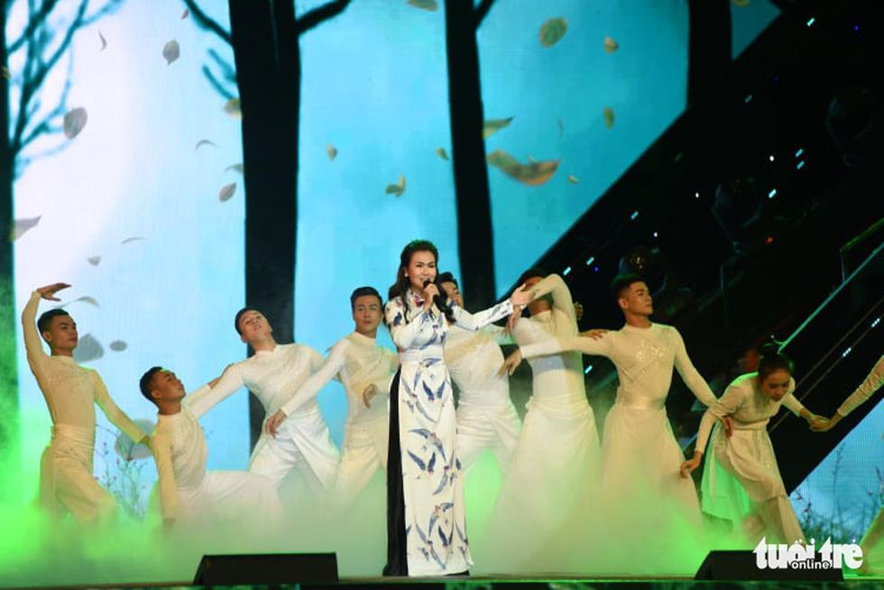 Cẩm Vân, Võ Hạ Trâm hát vì niềm tự hào thành phố mang tên Bác - Ảnh 3.