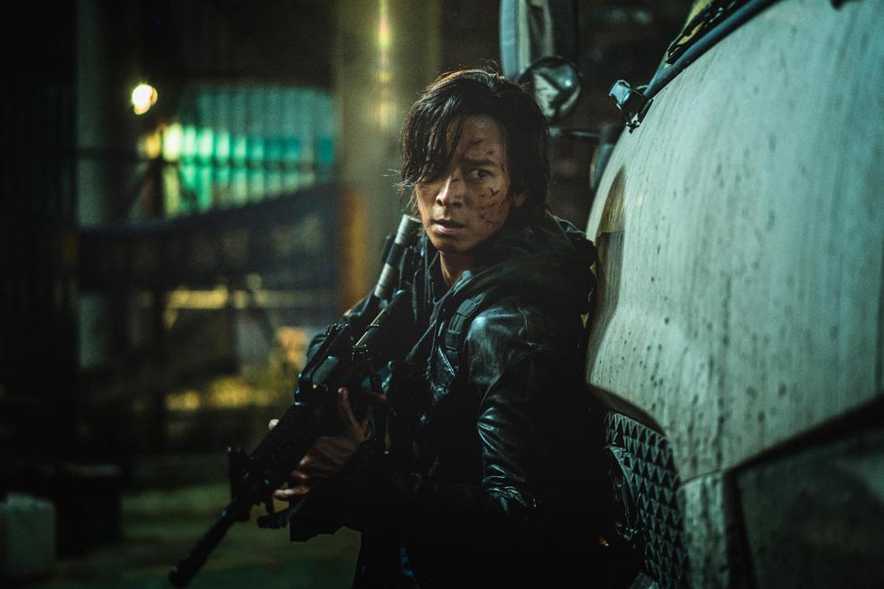 Bom tấn Hàn Peninsula - Bán đảo đè bẹp phim Việt với suất chiếu gấp 70 lần - Ảnh 2.