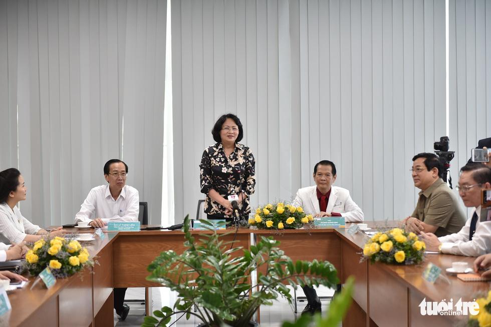 Phó chủ tịch nước thăm hai bé Trúc Nhi - Diệu Nhi: Đây là một ca phẫu thuật rất thần kỳ - Ảnh 3.