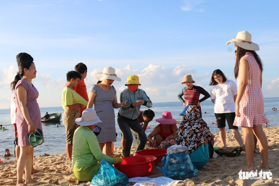 Nhộn nhịp làng chài Phước Hải 100 năm tuổi - Ảnh 5.
