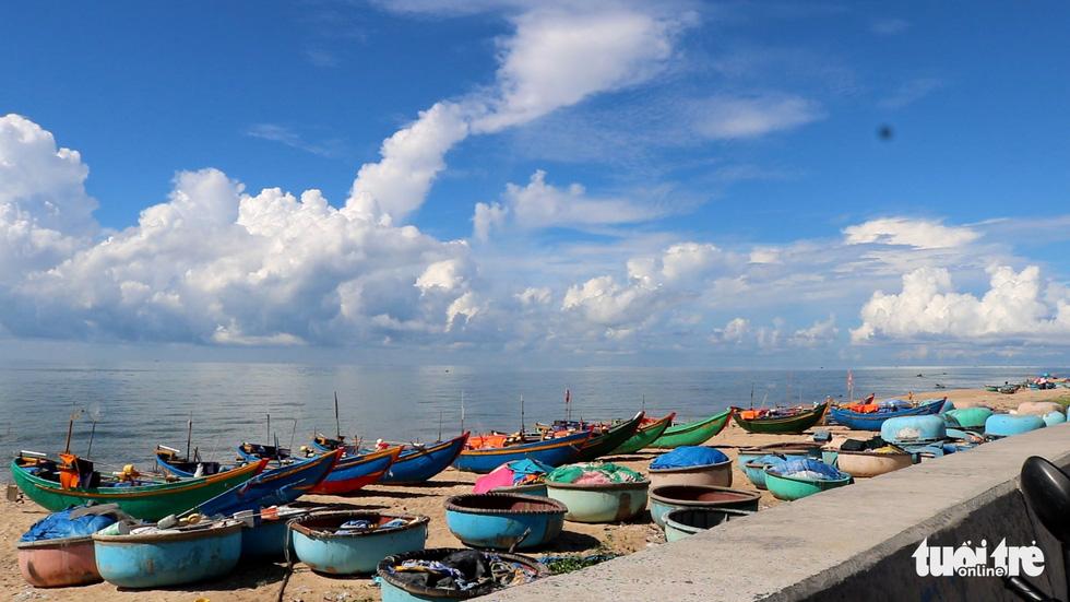 Nhộn nhịp làng chài Phước Hải 100 năm tuổi - Ảnh 2.