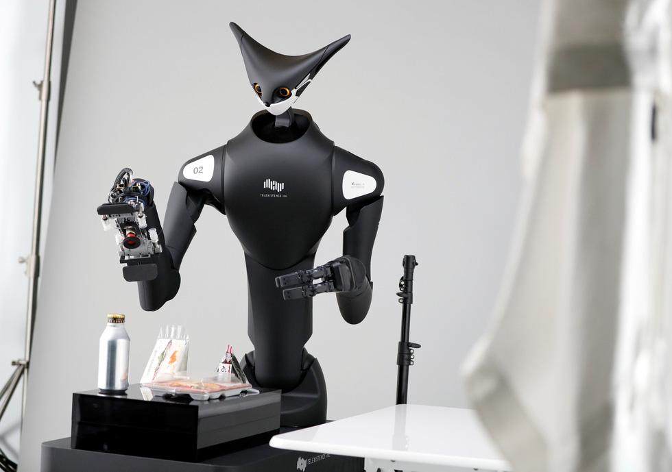 Robot kangaroo làm nhân viên của FamilyMart ở Nhật - Ảnh 1.