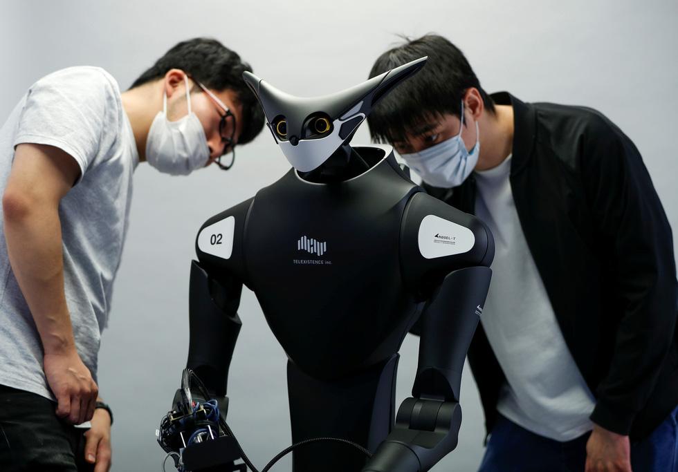Robot kangaroo làm nhân viên của FamilyMart ở Nhật - Ảnh 5.