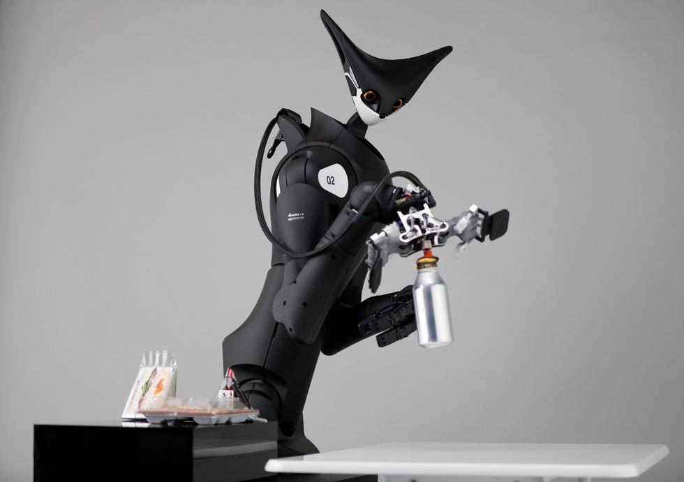 Robot kangaroo làm nhân viên của FamilyMart ở Nhật - Ảnh 2.
