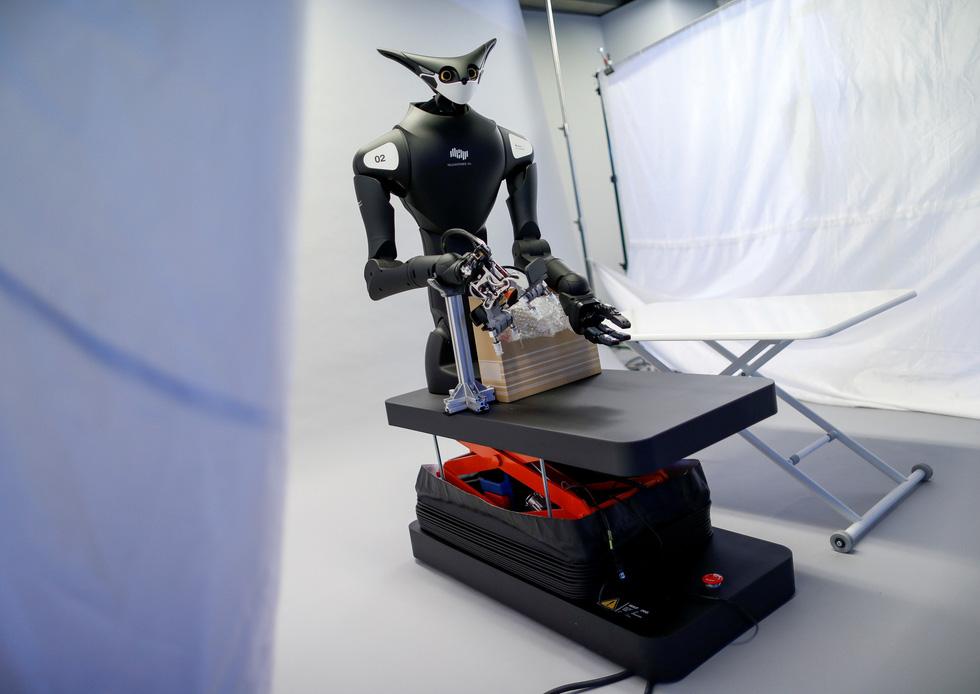 Robot kangaroo làm nhân viên của FamilyMart ở Nhật - Ảnh 6.