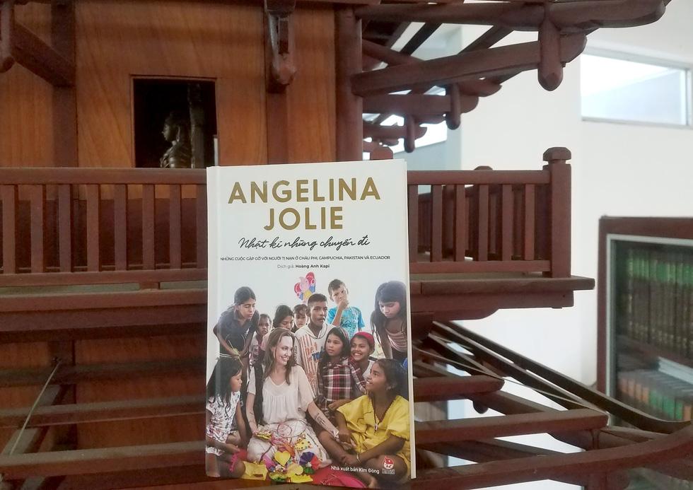 Nhật ký những chuyến đi của Angelina Jolie: Hành trình của một người từ ái - Ảnh 2.