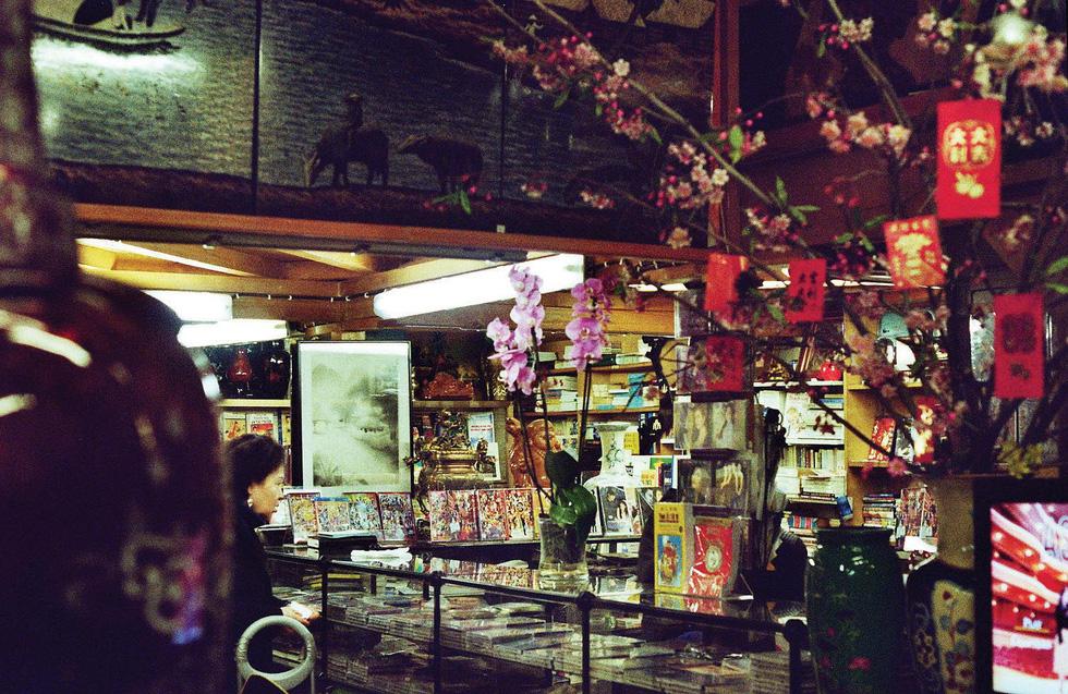 Sài Gòn - Paris: Một màn hạ xuống, một màn kéo lên - Ảnh 1.