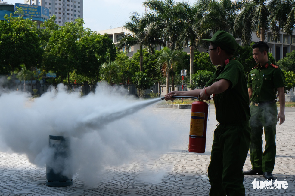 Chiến sĩ nhí học chữa cháy, cứu người trong đám cháy - Ảnh 5.