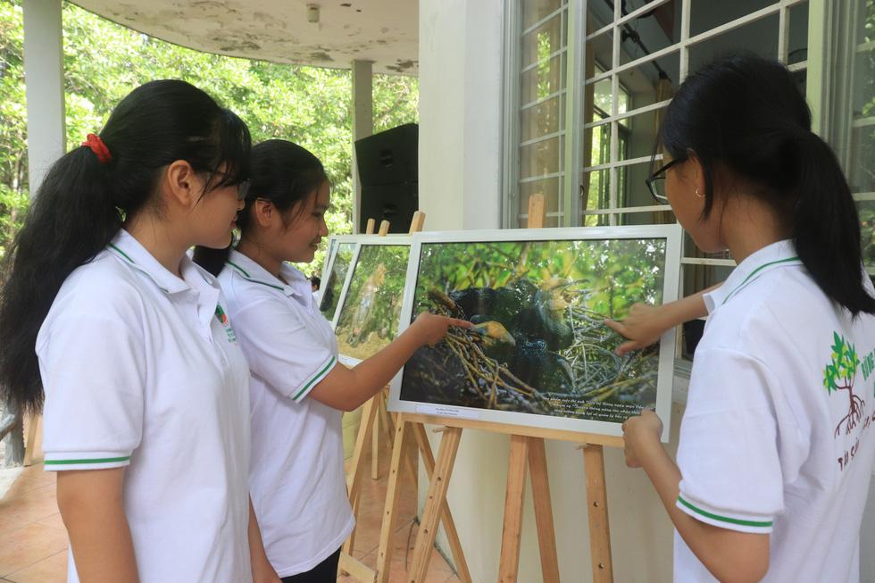 Khoảnh khắc cô gái chặt dừa nước đoạt giải nhất ảnh Cần Giờ - Ảnh 7.