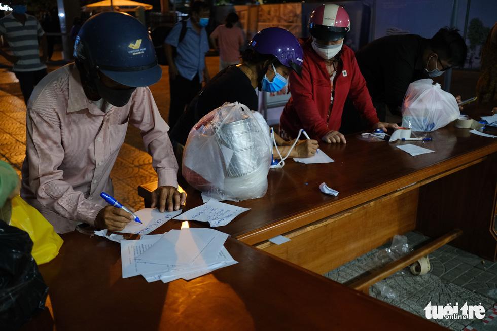 2 bệnh viện ở Đà Nẵng được tiếp tế bằng cách nào để đảm bảo an toàn? - Ảnh 4.