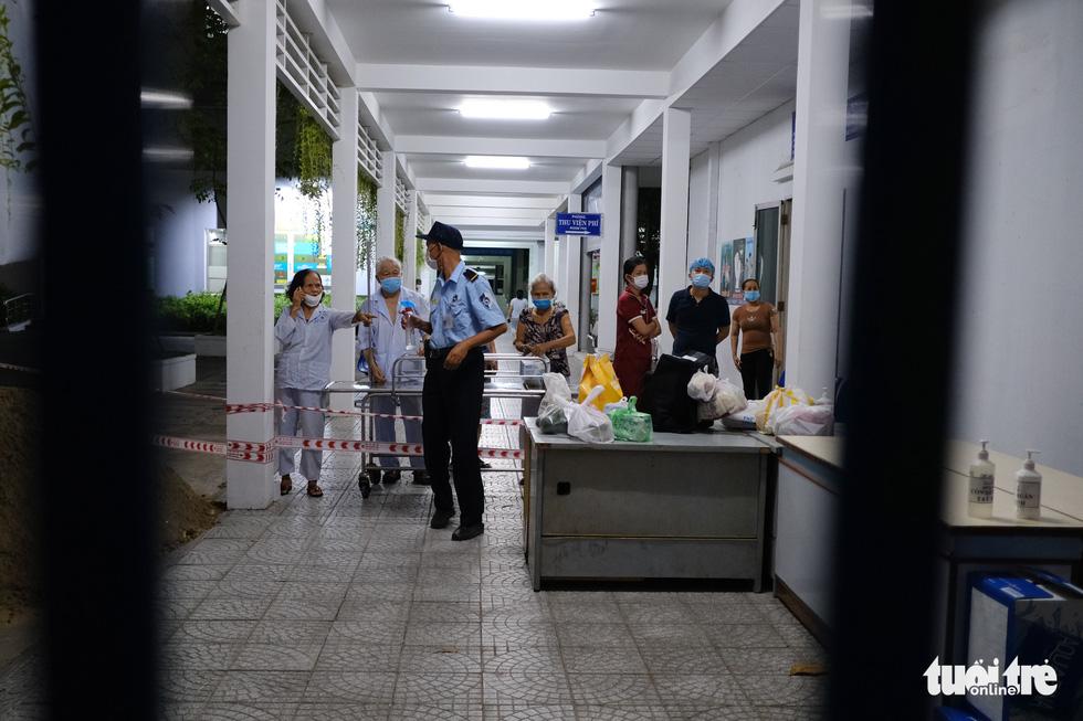 2 bệnh viện ở Đà Nẵng được tiếp tế bằng cách nào để đảm bảo an toàn? - Ảnh 5.