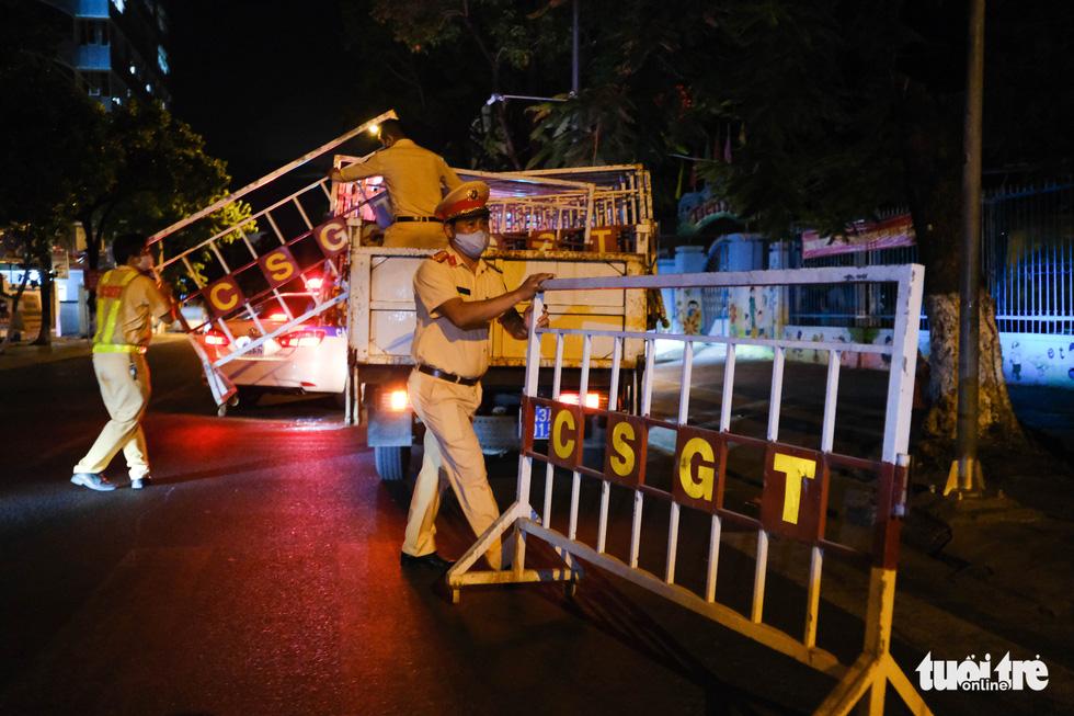 Đà Nẵng chính thức phong tỏa 4 tuyến đường quanh 3 bệnh viện - Ảnh 1.