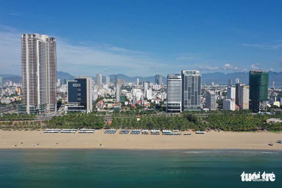 Bãi biển Đà Nẵng không một bóng người vì COVID-19 - Ảnh 3.