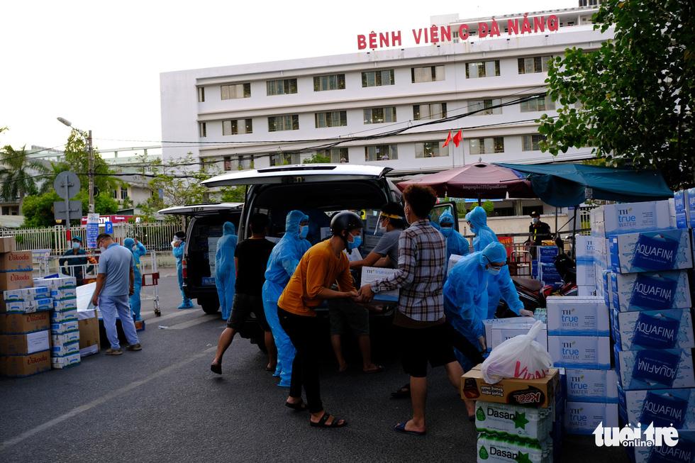 Rụng tim trước 'núi' hàng gửi cho y bác sĩ tuyến đầu ở Đà Nẵng - Ảnh 5.
