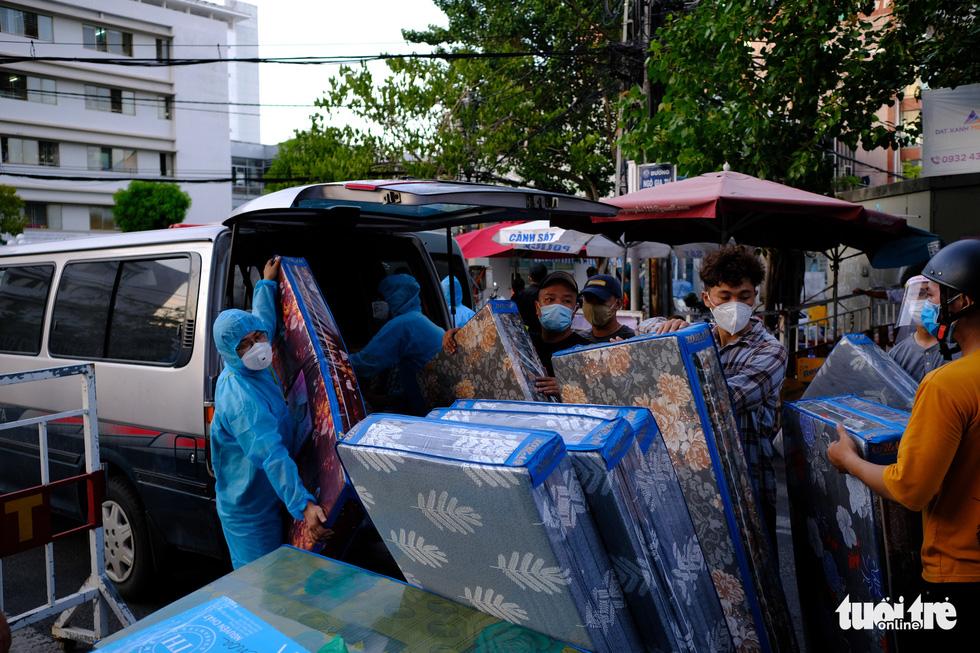 Rụng tim trước 'núi' hàng gửi cho y bác sĩ tuyến đầu ở Đà Nẵng - Ảnh 6.