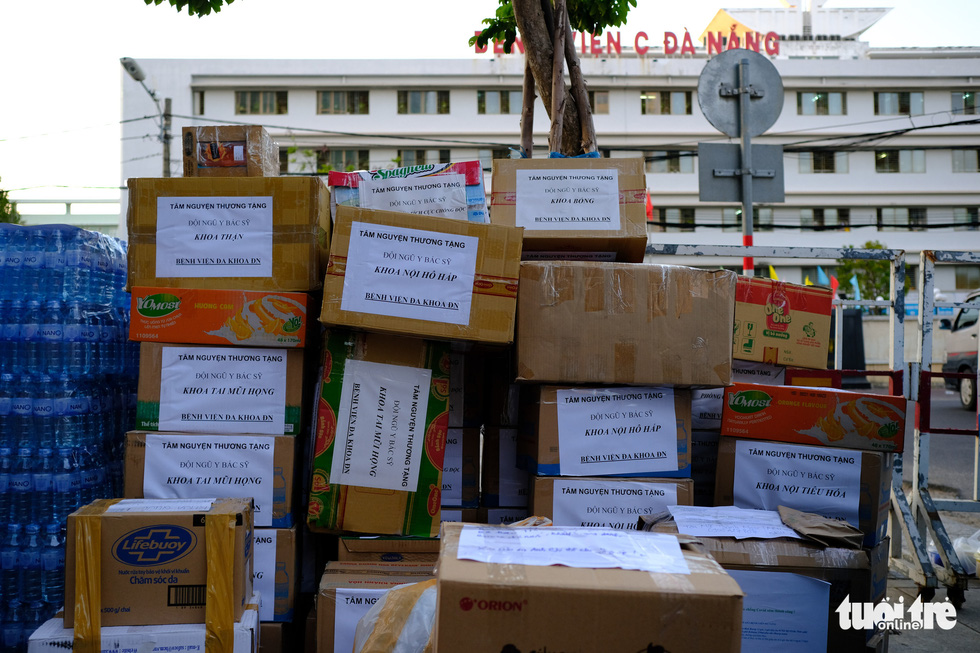 Rụng tim trước 'núi' hàng gửi cho y bác sĩ tuyến đầu ở Đà Nẵng - Ảnh 7.