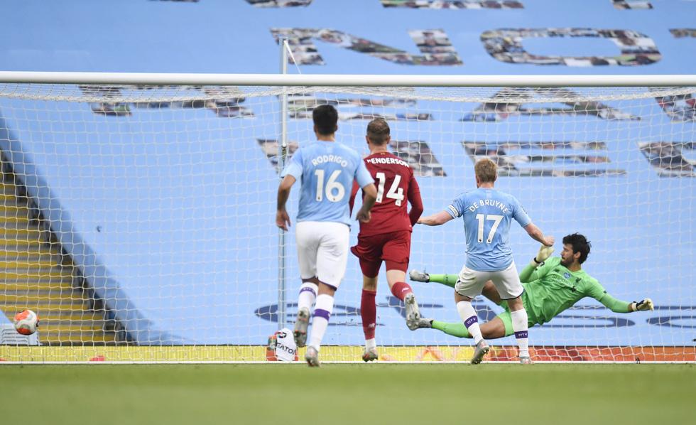 Chùm ảnh: Man City chào tân vương Liverpool, tặng luôn trận thua muối mặt - Ảnh 6.