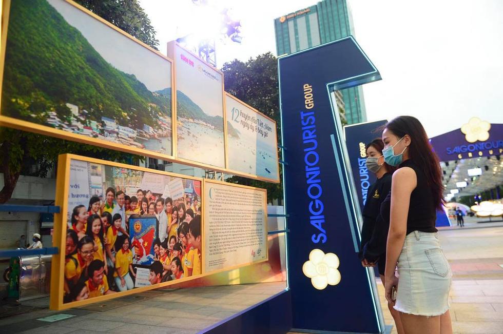 Triển lãm ảnh 12 huyện đảo Việt Nam tại phố đi bộ Nguyễn Huệ - Ảnh 4.