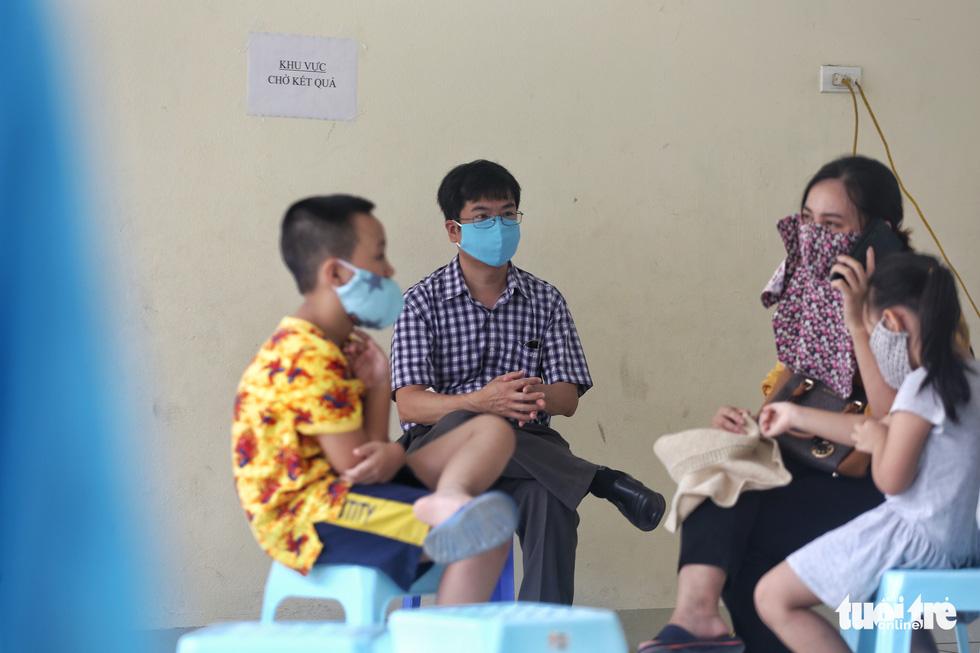 Hà Nội xét nghiệm nhanh COVID-19 cho người trở về từ Đà Nẵng, Quảng Nam - Ảnh 8.
