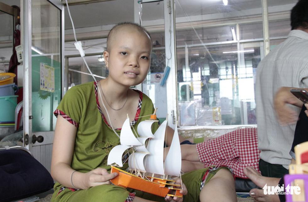 Thức đêm làm thuyền mô hình tặng bệnh nhi ung thư - Ảnh 15.