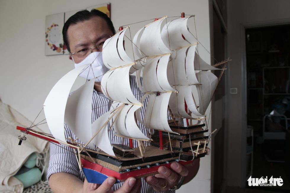 Thức đêm làm thuyền mô hình tặng bệnh nhi ung thư - Ảnh 7.