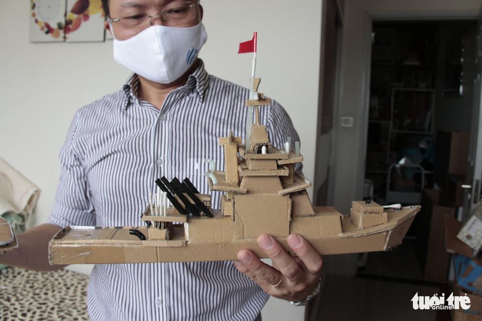 Thức đêm làm thuyền mô hình tặng bệnh nhi ung thư - Ảnh 8.
