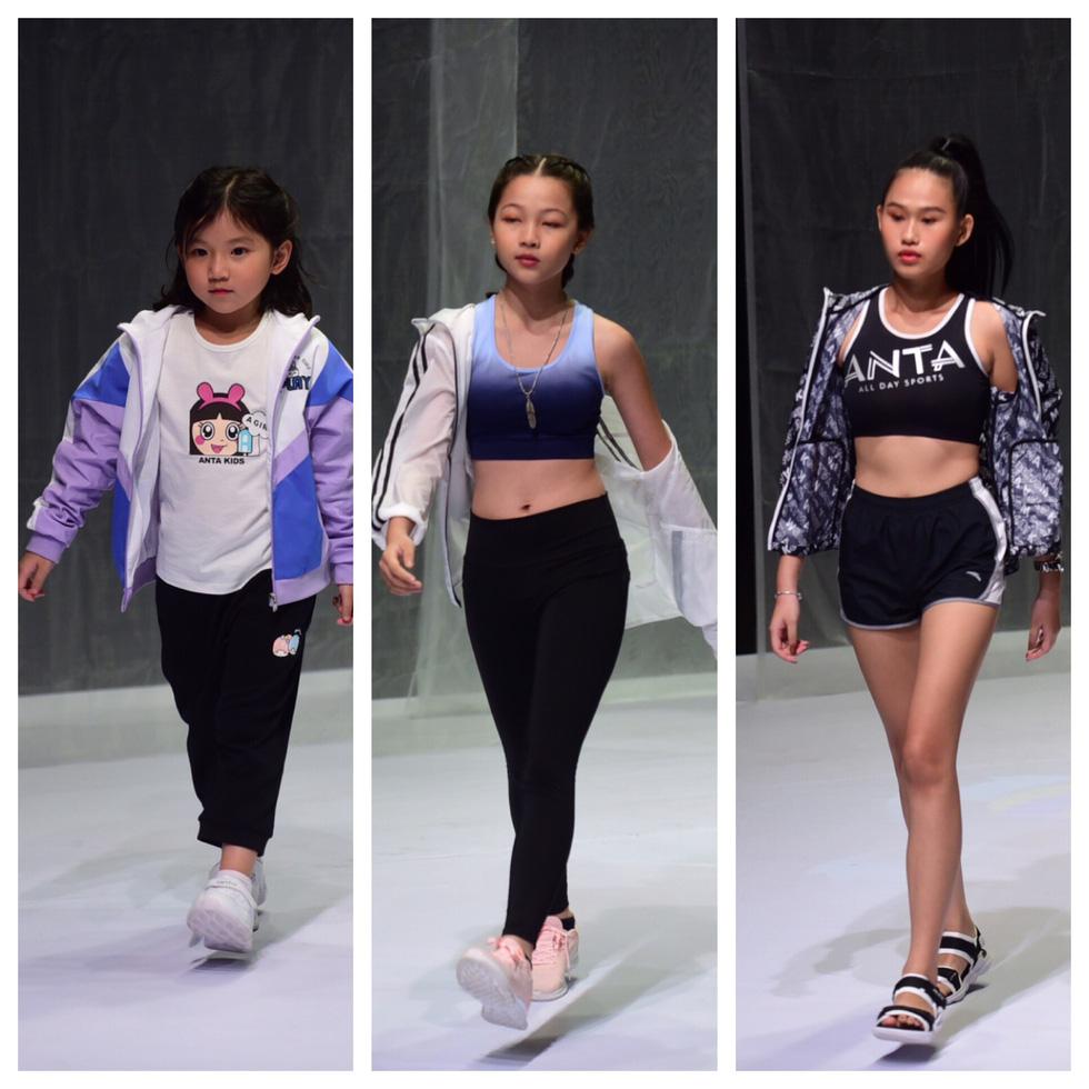 Hoa hậu Khánh Vân diễn thời trang cùng mẫu nhí tại Vietnam Junior Fashion Week - Ảnh 8.