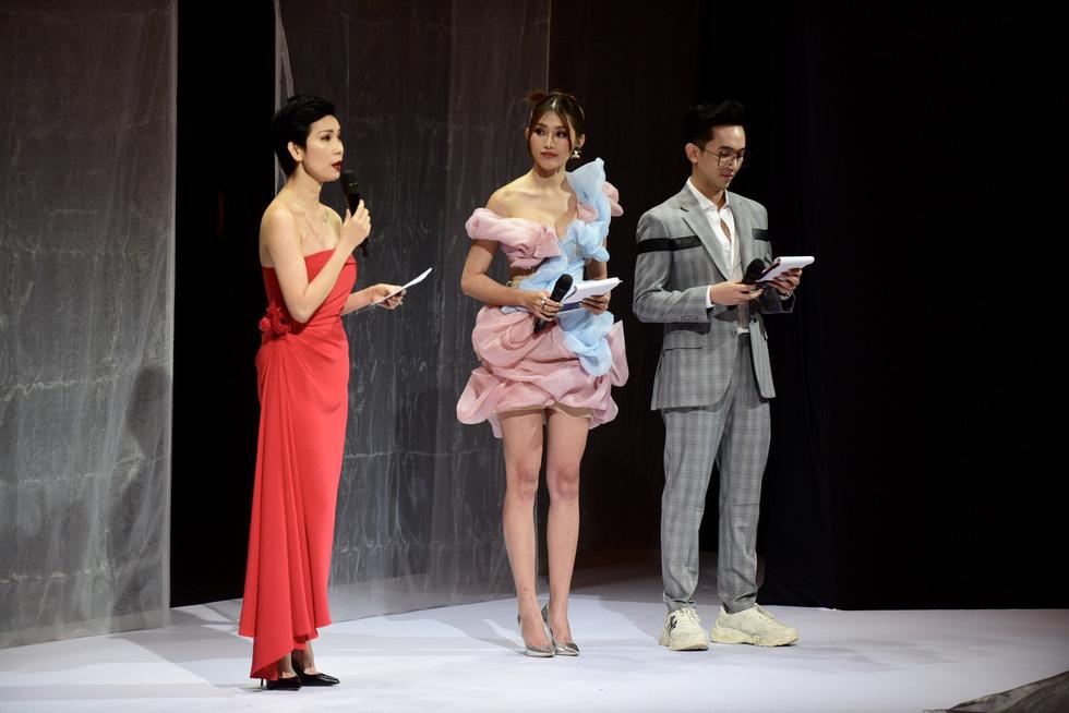 Hoa hậu Khánh Vân diễn thời trang cùng mẫu nhí tại Vietnam Junior Fashion Week - Ảnh 1.