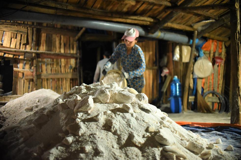 150 năm tuổi đời, hầm muối Tuyết Diêm chỉ còn 4 hộ bám nghề - Ảnh 6.