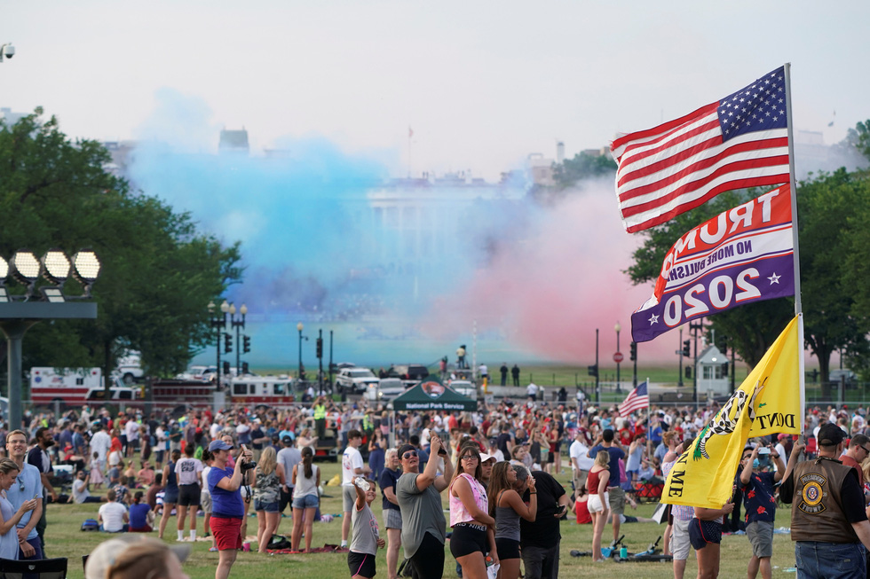 Quốc khánh Mỹ: Ăn mừng, biểu tình, bỏ qua khuyến cáo y tế trong COVID-19 - Ảnh 5.