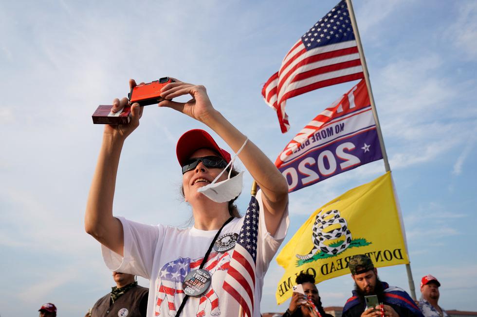 Quốc khánh Mỹ: Ăn mừng, biểu tình, bỏ qua khuyến cáo y tế trong COVID-19 - Ảnh 6.
