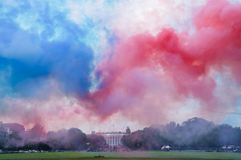 Quốc khánh Mỹ: Ăn mừng, biểu tình, bỏ qua khuyến cáo y tế trong COVID-19 - Ảnh 9.