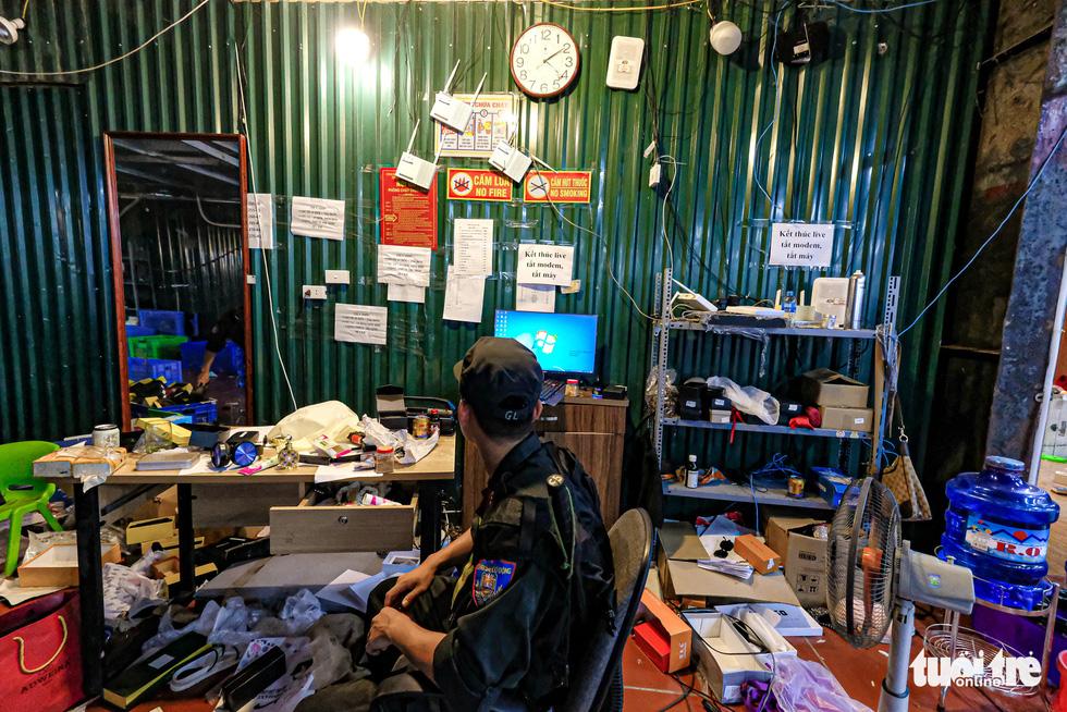 Kho hàng lậu khủng giữa Lào Cai: doanh thu mỗi tháng hơn 10 tỉ đồng - Ảnh 5.