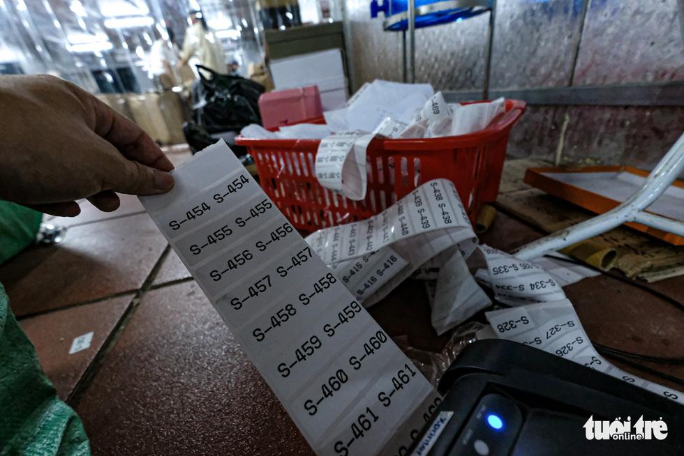 Kho hàng lậu khủng giữa Lào Cai: doanh thu mỗi tháng hơn 10 tỉ đồng - Ảnh 13.