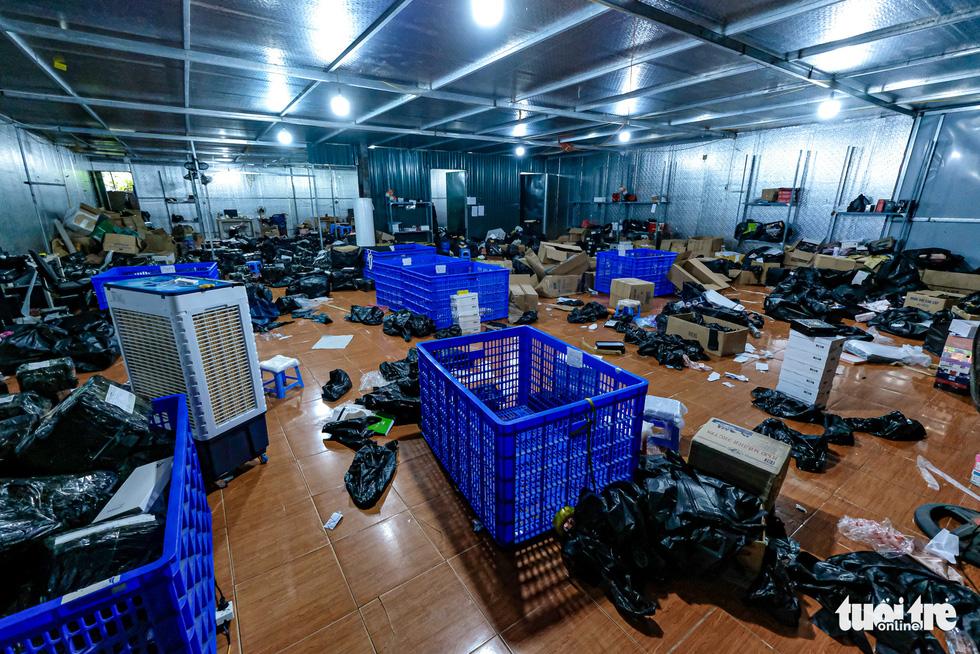 Kho hàng lậu khủng giữa Lào Cai: doanh thu mỗi tháng hơn 10 tỉ đồng - Ảnh 11.